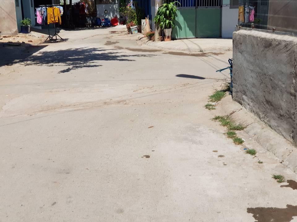 đường nhựa trước nhà trọ gần ngay ngã tư