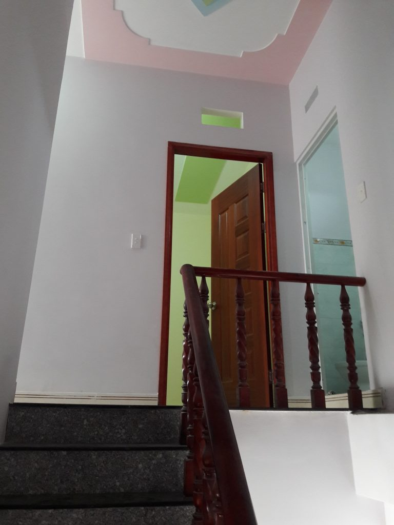 cầu thang nhà bán tân đông hiệp dĩ an sổ hồng riêng