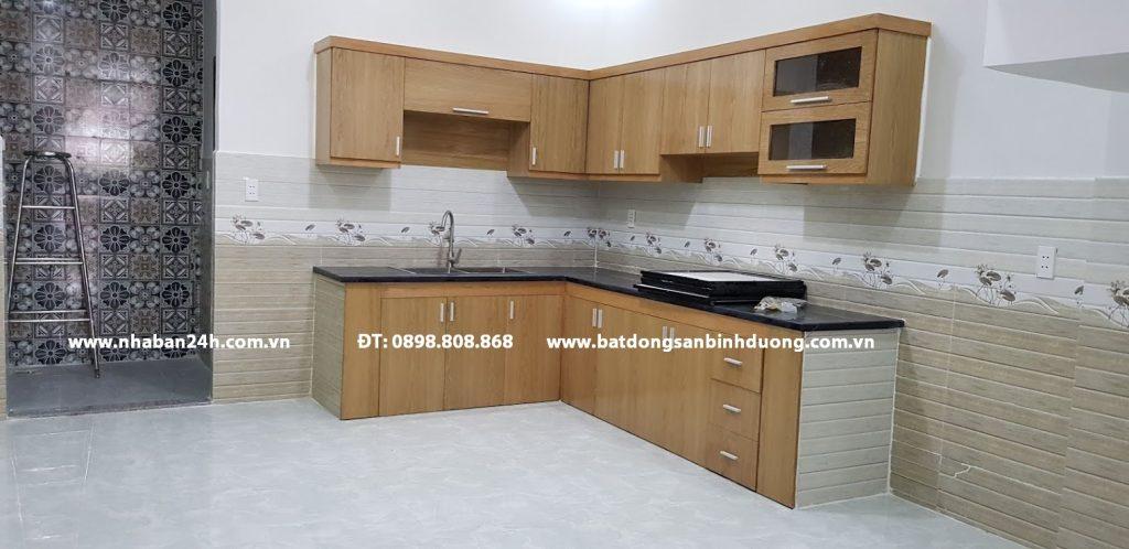 Phòng bếp rộng rãi nội thất cao cấp