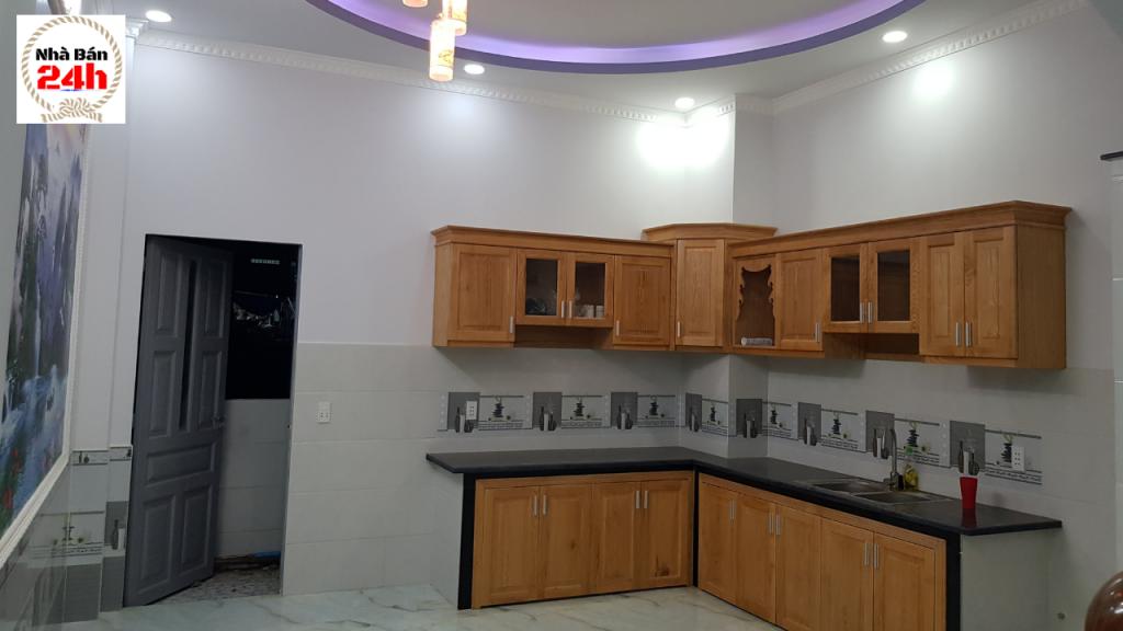 Phòng bếp nội thất cao cấp nhà bán ngay chợ đông hòa