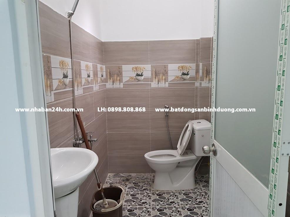 Phòng tắm rộng rãi với nội thất cao cấp