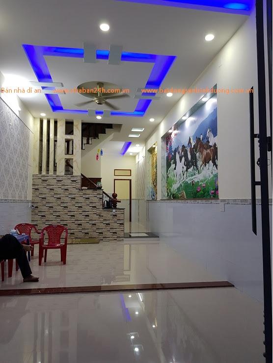 Phòng khách căn nhà bán phường tân đông hiệp