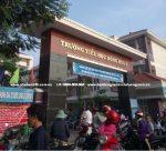 Cổng trường tiểu học Đông Hòa B