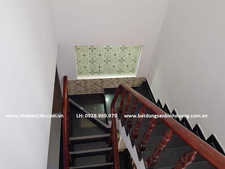 Cầu thang nhà bán dĩ an tay gỗ cam xe