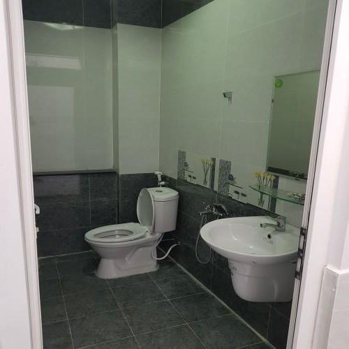 Phòng tắm nhà bán tân đông hiệp dĩ an