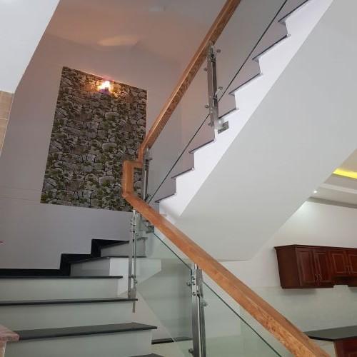 Cầu thang nhà bán dĩ an
