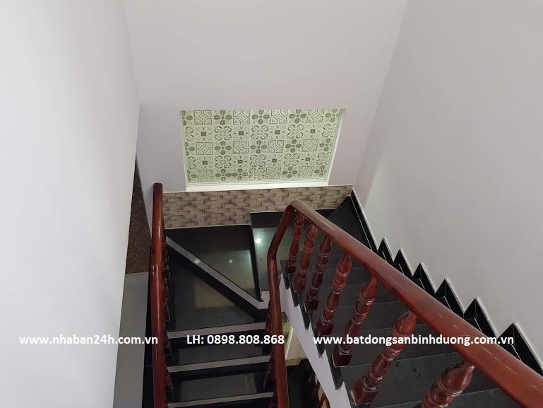 Cầu thang nhà bán dĩ an cao cấp