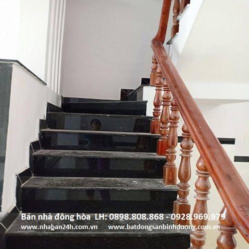 Cầu thang gỗ cam xe cao cấp