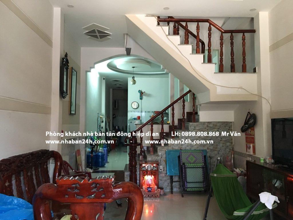 Phòng khách rộng rãi thoáng mát nhà bán dĩ an bình dương
