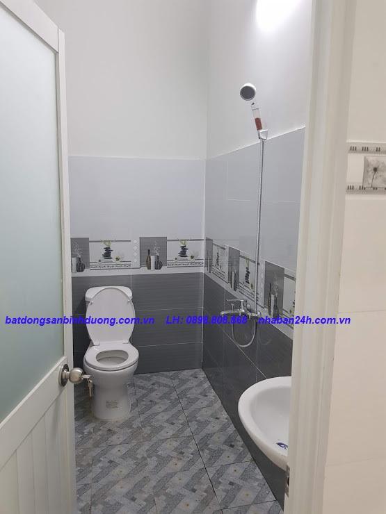 Phòng tắm nhà bán đường Đặng Văn Mây Dĩ An