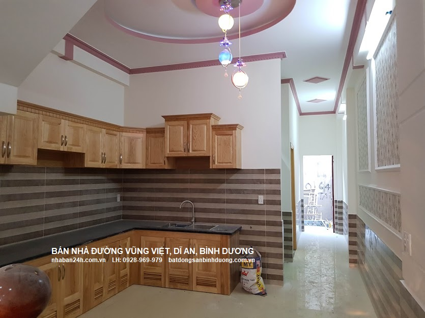 Phòng bếp rộng rãi với khu vực đặt bàn an thoáng mát