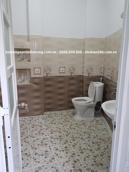 Phòng tắm đầy đủ nội thất