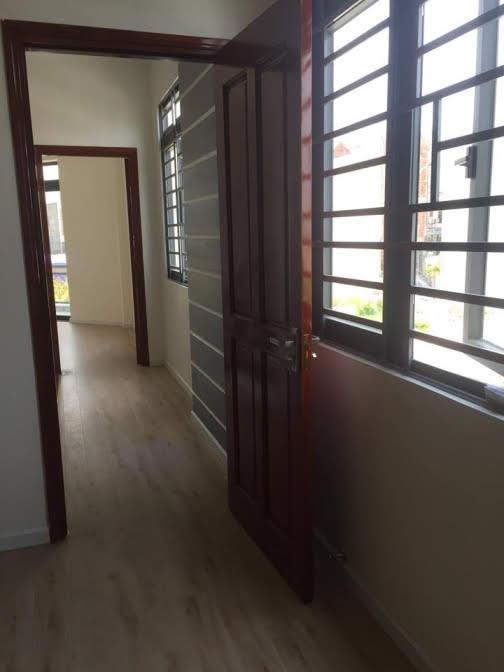 Hành lang trên lầu 1 căn biệt thự mini dĩ an