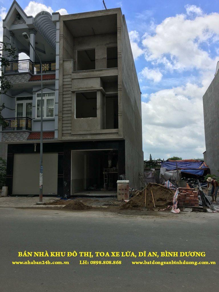 Bán nhà Toa Xe Dĩ An Bình Dương, DT 5 X 18M, Đường rộng 22m