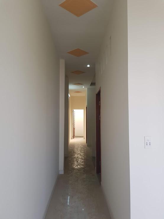 Hành lang trên lầu rộng rãi
