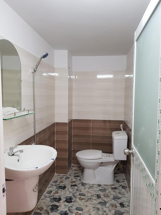 Phòng tắm nhà dĩ an cao cấp đầy đủ nôị thất