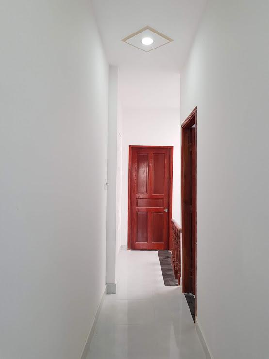 Hành lang trên lầu rộng rãi thoáng