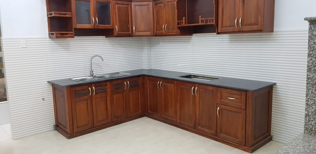 Phòng bếp nhà bán dĩ an được xây dựng rộng rãi thoáng mát