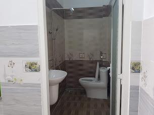 Phòng tắm trên lầu nhà bán đông hòa dĩ an