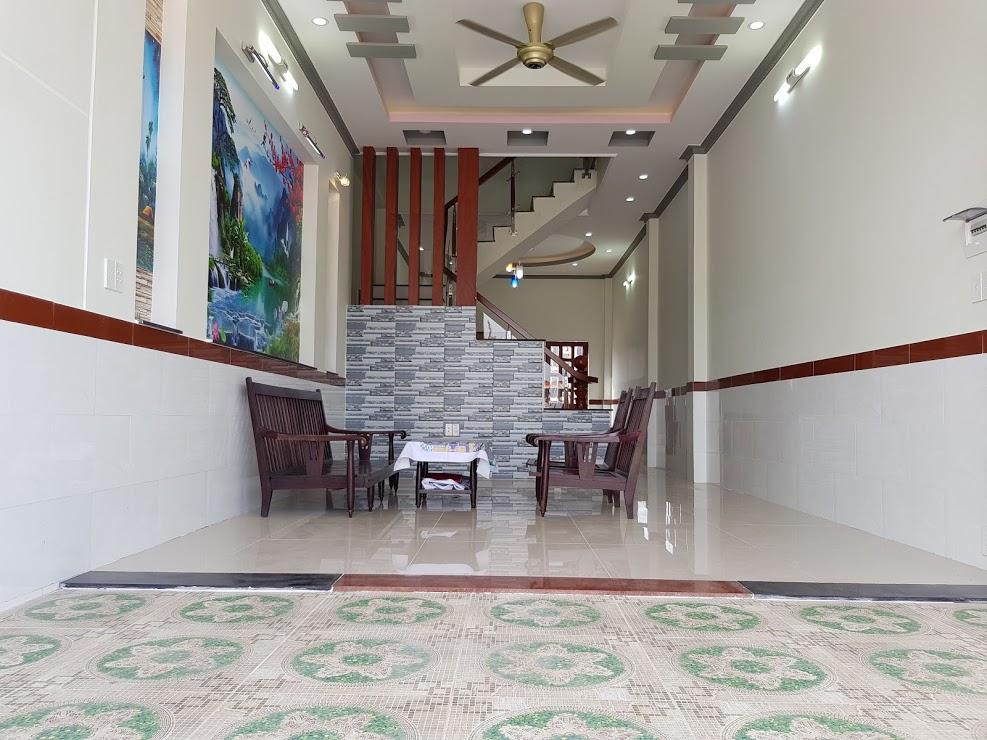 phòng khách rộng rãi thuạn tiện kinh doanh buôn bán