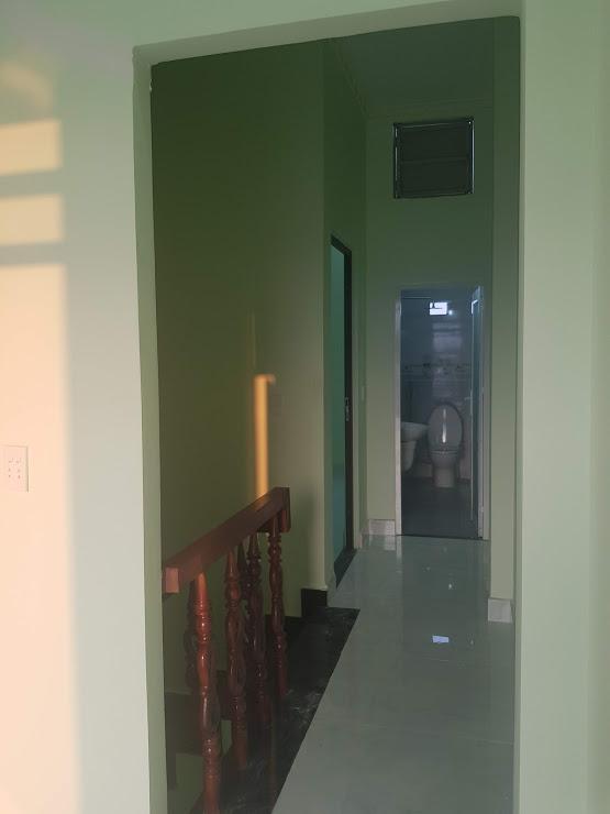 Hành lang trên lầu nhà bán dĩ an được thiết kế rộng rãi