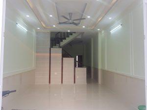 Phòng khách rộng rãi được thiết kế rất đẹp