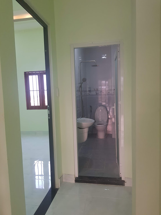 Phòng vệ sinh rộng rãi đầy đủ nội thất