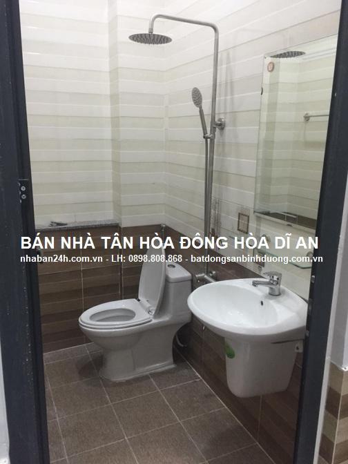 Phòng tắm nhà bán dĩ an nội thất cao cấp đầy đủ