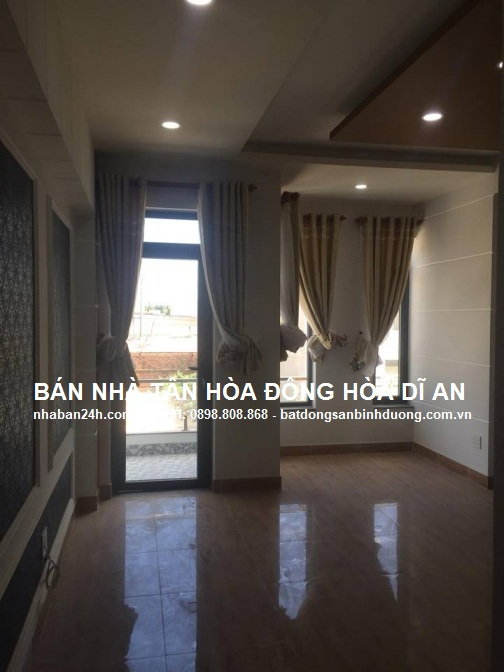 Phòng ngủ thoáng mát với hệ thống cửa nhôm singfa kính cường lực cao cấp