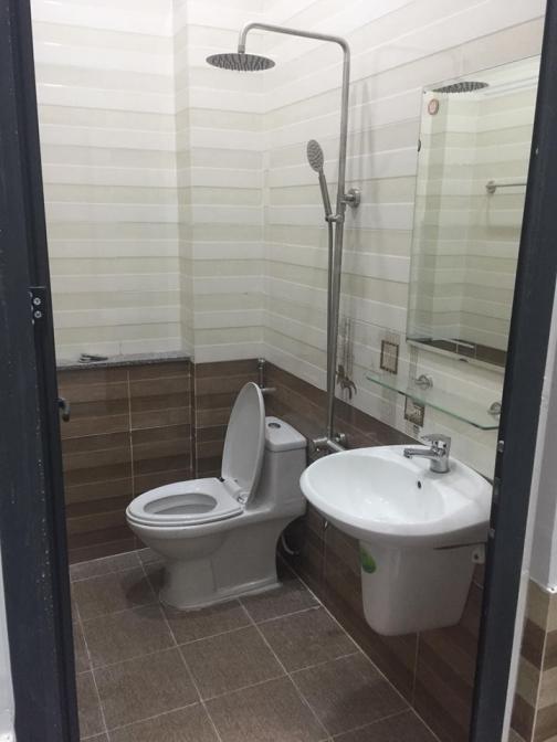 nhà vệ sinh dâyd đủ nội thất nhà phố đông thành dĩ an