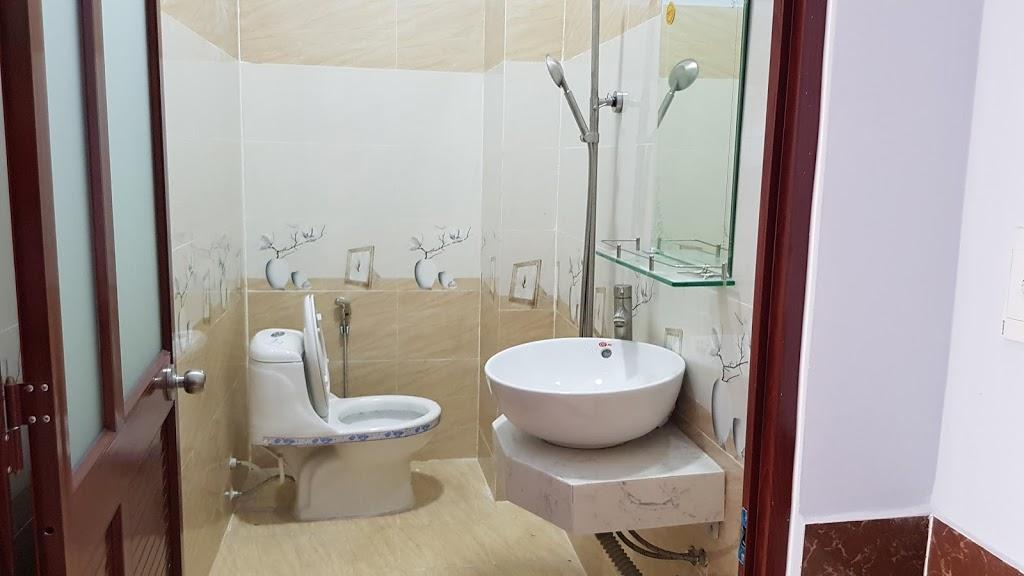 Phòng tắm rưới nội thất đầy đủ cao cấp