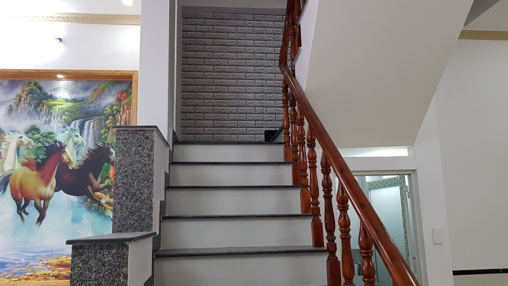 Khu vực cầu thang nhà bán dĩ an
