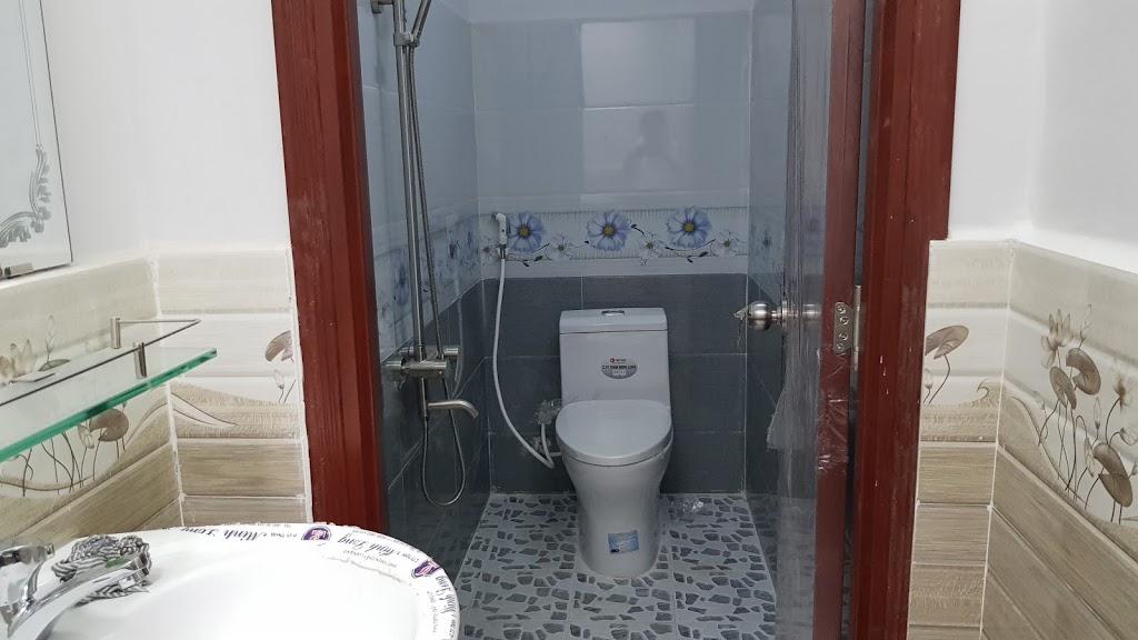 Phòng tắm nhà dĩ an nội thất cao cấp đầy đủ tiện ích