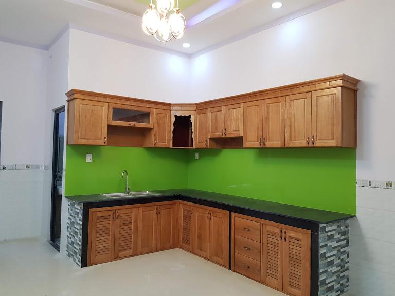 Phòng bếp nhà dĩ an rộng rãi thoáng mát