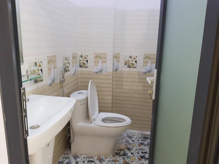 Phong tắm nhà bán đường Lê Hông Phong dĩ an