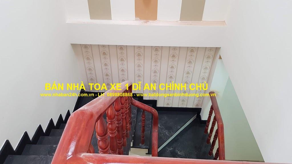 Khu vực cầu thang nhà bán toa xe dĩ an