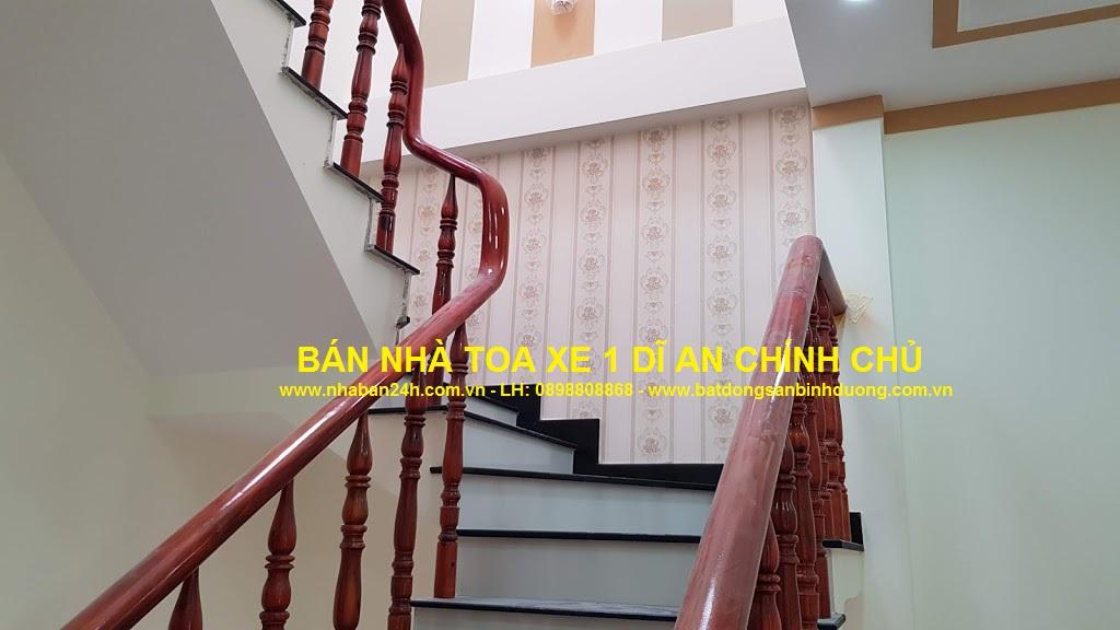 Cầu thang nhà dĩ an làm bằng kính tay vị gỗ cao cấp