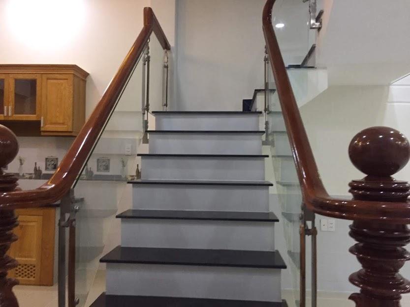 Cầu thang nhà bán dĩ an bình dương