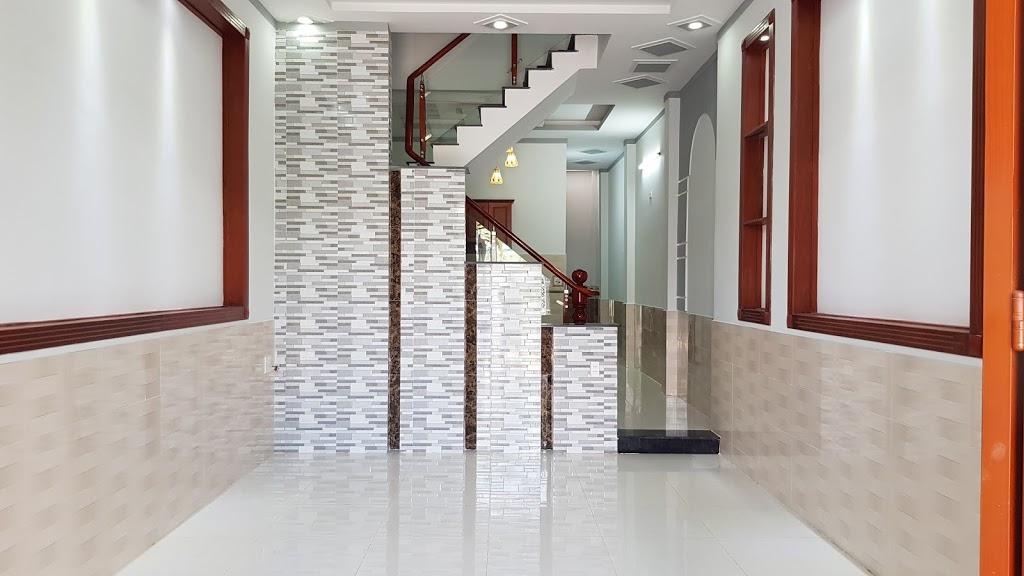Phòng khách thiết kế rộng rãi thoáng mát phối mầu đẹp mắt