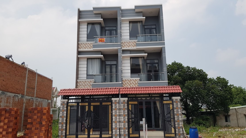 Bán nhà 3 tầng Dĩ An (4x17m) Nhà 4 Phòng Ngủ Sân để 2 xe hơi - Giá 3 tỷ 500 Triệu