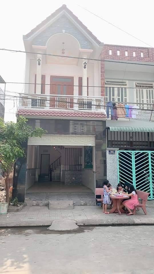 Nhà 1 trệt 1 lầu mới ngay ngã tư chiêu liêu thuộc khu dân cư Phú Hồng Thịnh